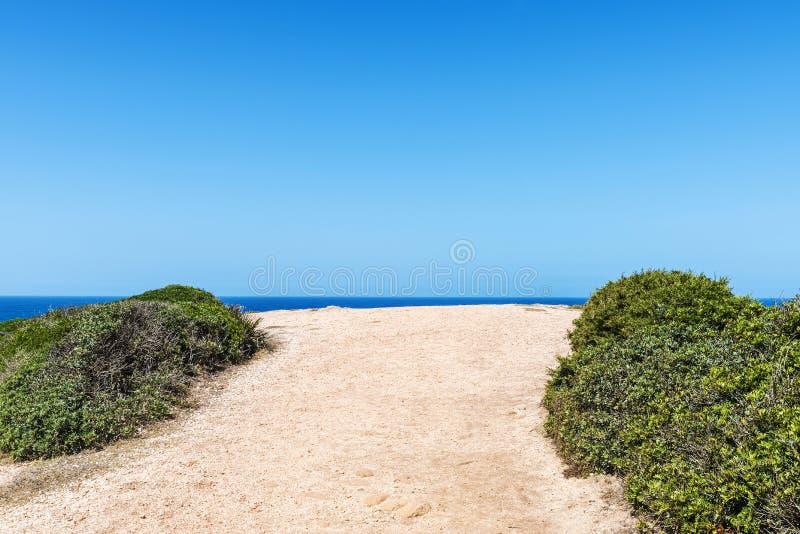 Końcówka droga gruntowa morze zdjęcia stock