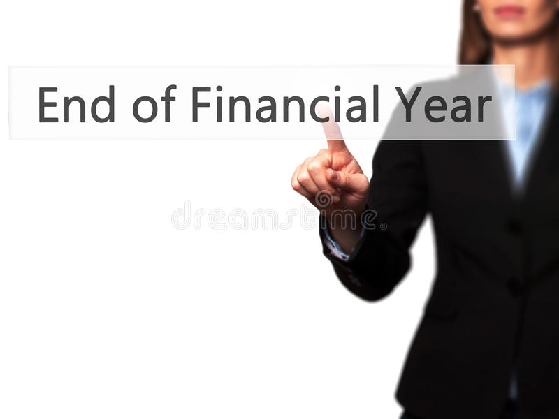 Końcówka rok finansowy - bizneswoman ręki odciskania guzik dalej fotografia royalty free