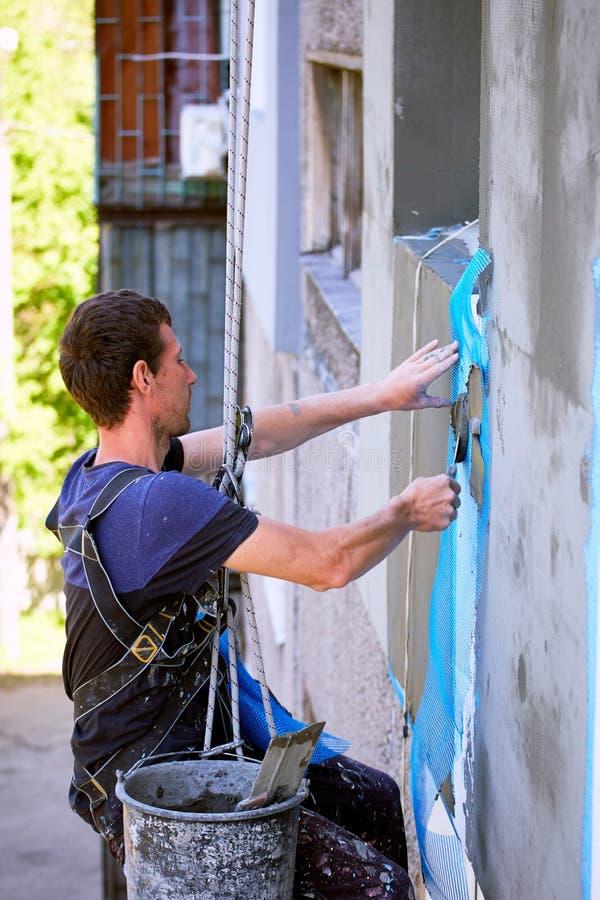 Kończyć pracy budynek dla izolaci fasada zdjęcie stock