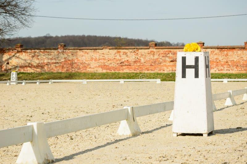 Końska jeździecka stajenka, informacja ostro protestować dla jeźdzów zdjęcie stock