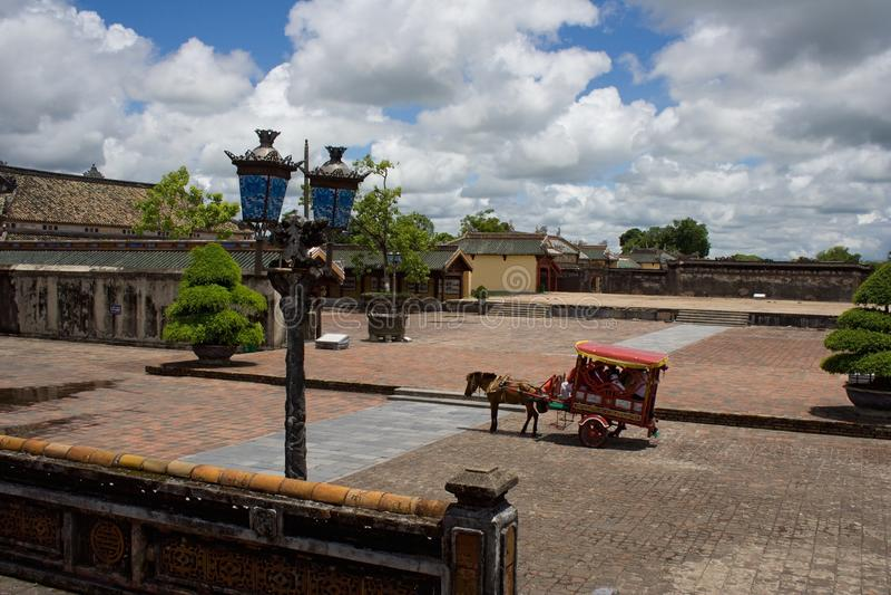 Koński fracht jako atrakcja turystyczna w odcienia królewskim mieście, Środkowy Wietnam zdjęcie royalty free
