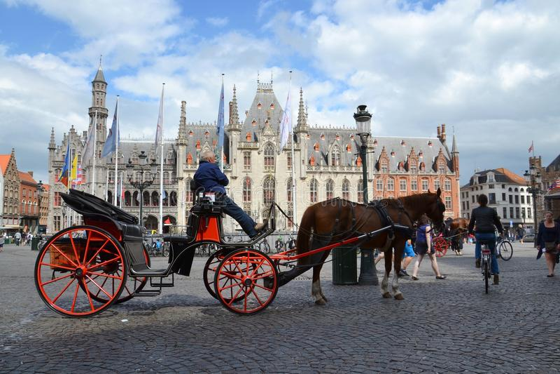 Koński fracht na Targowym kwadracie w Bruges, Belgia zdjęcia royalty free