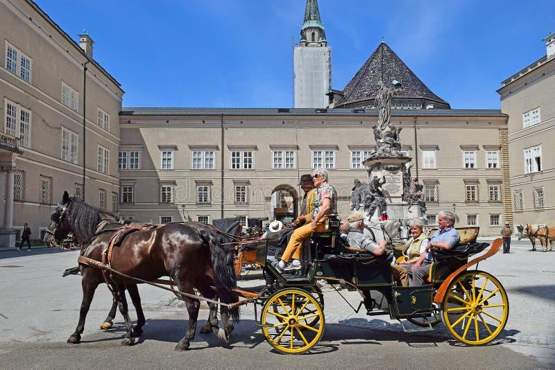 Koński fracht z turystami, Salzburg obraz royalty free