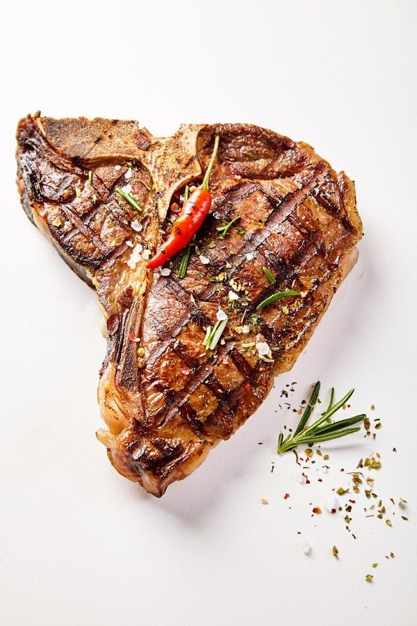 Kość stek i chili garnirunek z kopii przestrzenią zdjęcia stock
