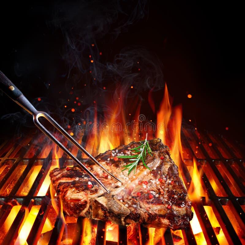 kość stek - Porterhouse Na grillu fotografia stock