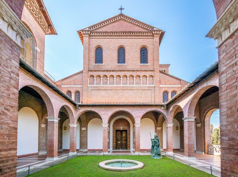 Kościół Świątobliwy Anselmo na Aventine wzgórzu w Rzym, Włochy obrazy royalty free