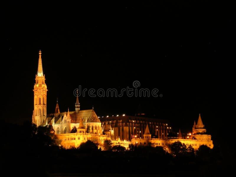 Kościół Bastion i Matthiasa Rybaków w nocy w Budapeszcie - Węgry obrazy royalty free
