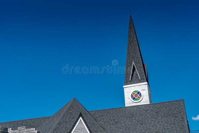 Kościół dach z niebieskim niebem zdjęcia royalty free