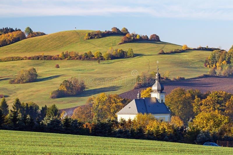 Kościół Katolicki w wiosce obraz stock