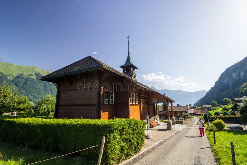 Kościół na Brienzer jeziorze w Szwajcaria w Alps obrazy royalty free