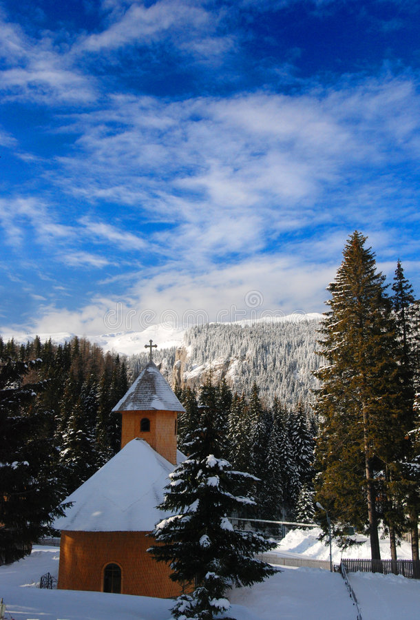 kościół objętych śnieg obraz stock
