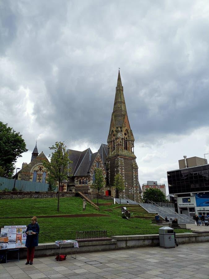 Kościół otaczający parkiem zdjęcia royalty free