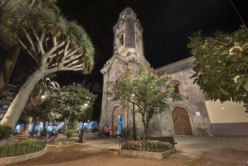 Kościół przy nocą w Puerto De La Cruz, Tenerife, Hiszpania zdjęcia royalty free