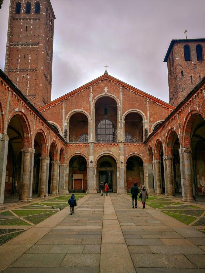 Kościół st Ambrogio w Mediolan fotografia stock