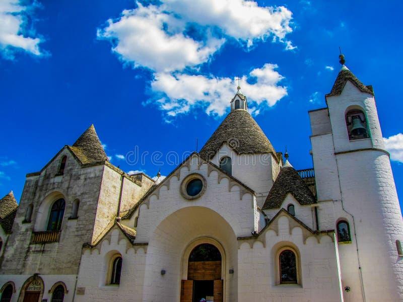 Kościół St Antonio, Alberobello, Włochy obrazy stock