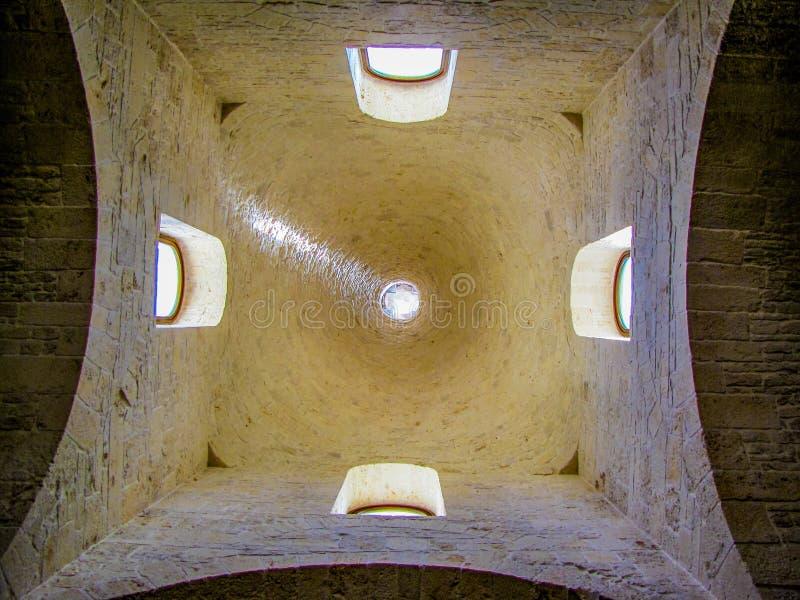 Kościół St Antonio, wnętrze W Alberobello, Apulia, Włochy obraz stock