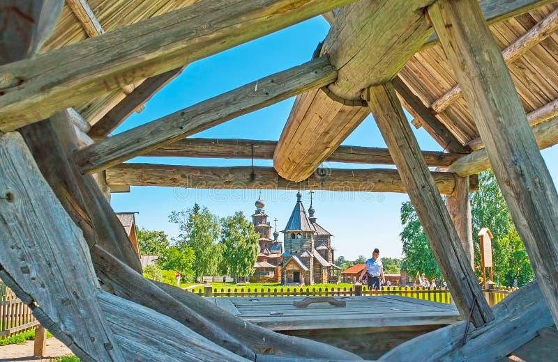 Kościół Suzdal przez drewnianego koła obrazy royalty free