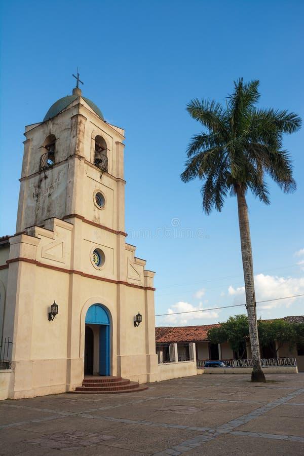 Kościół vinales i palma przy zmierzchem obraz stock