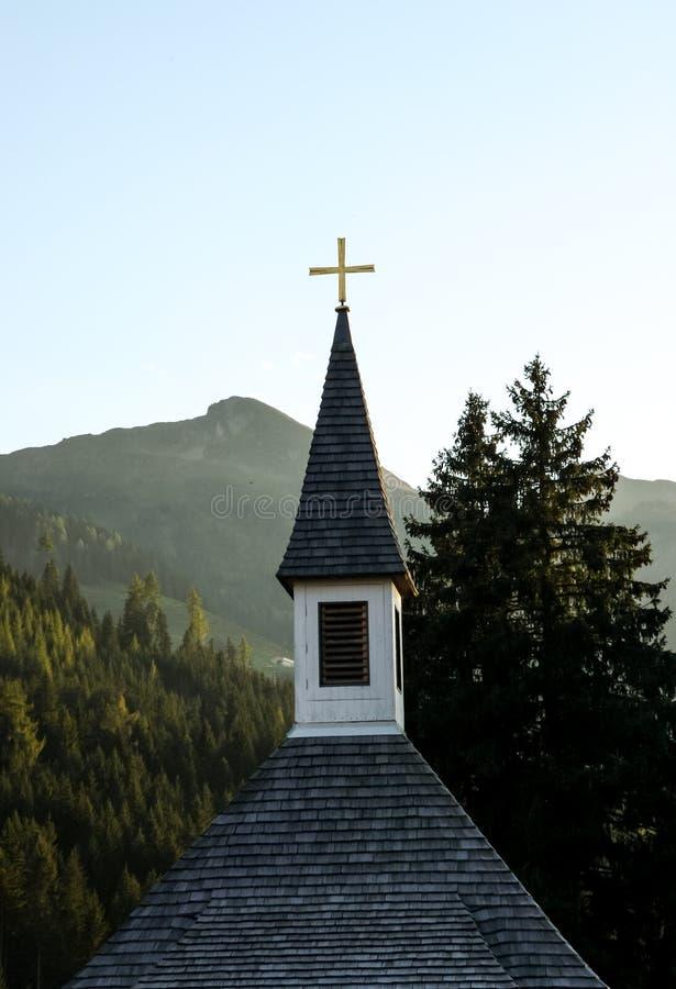 Kościół w austriackich alps zdjęcie royalty free