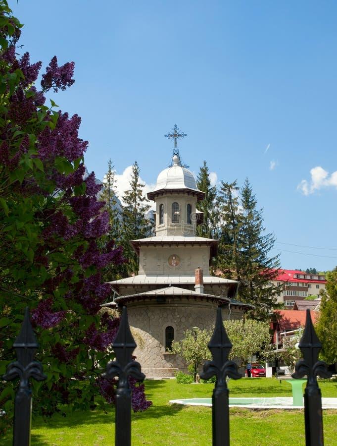 Kościół w Busteni, Rumunia zdjęcia stock