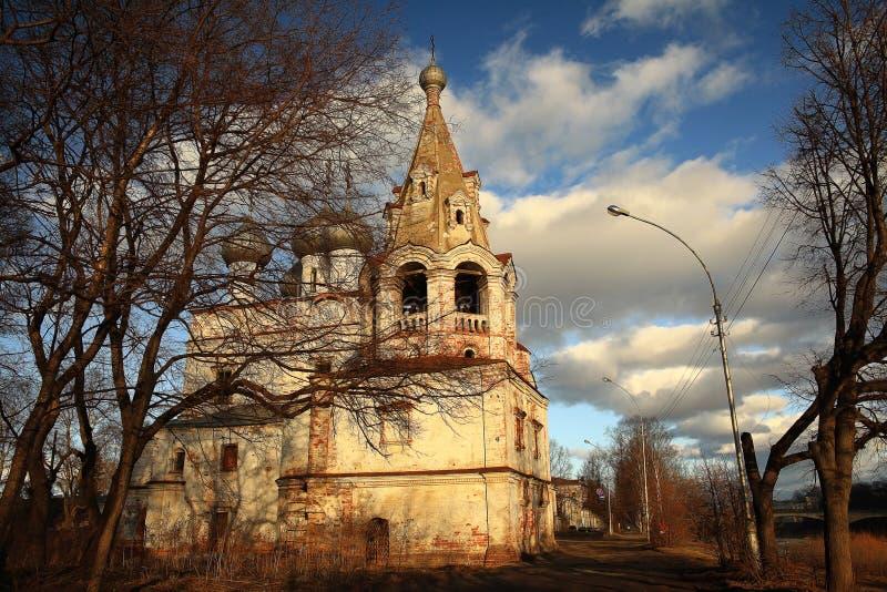 Kościół w jesieni miasteczku obrazy royalty free