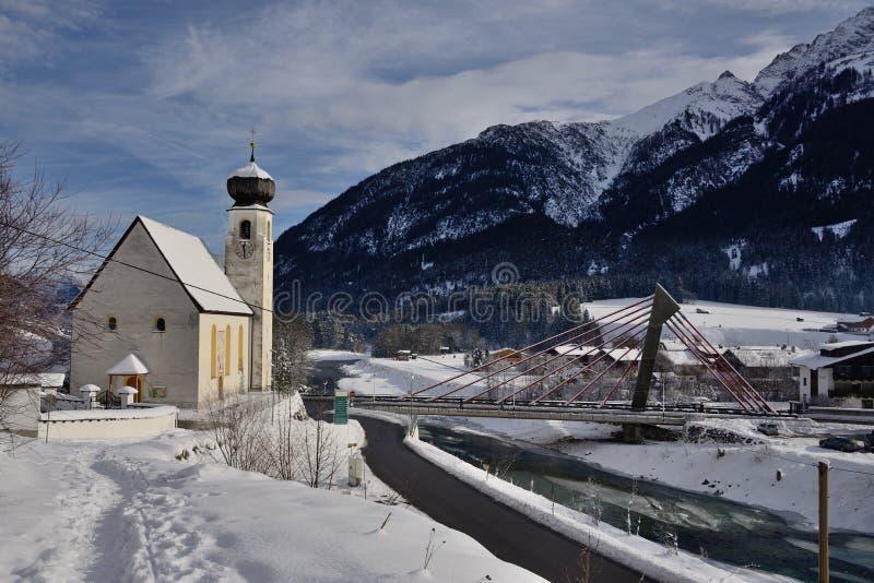 Kościół w zimy ziemi głąbiku w bach voralberg Austria zdjęcia stock