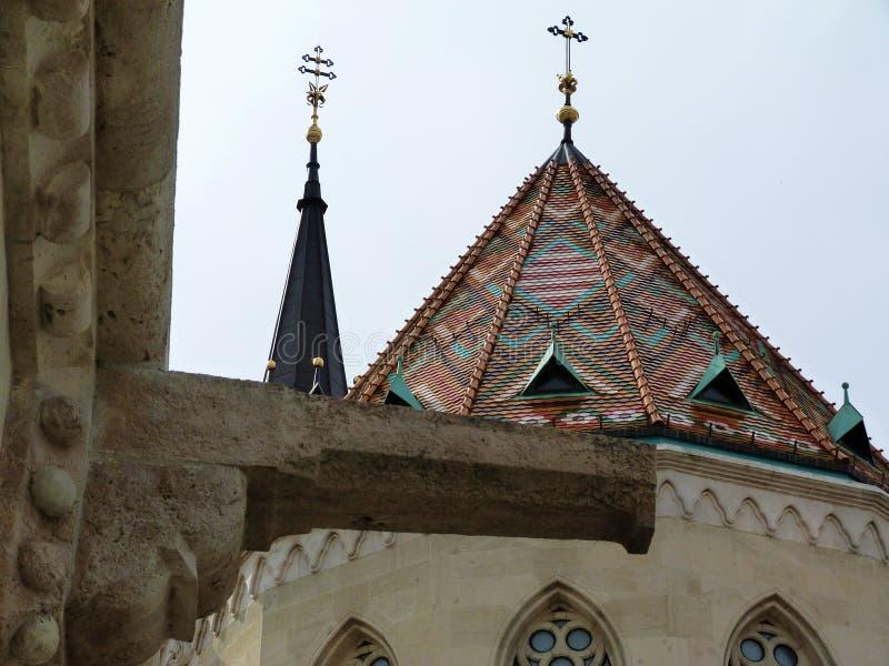 Kościół wierza z krzyżem i dach zdjęcia royalty free