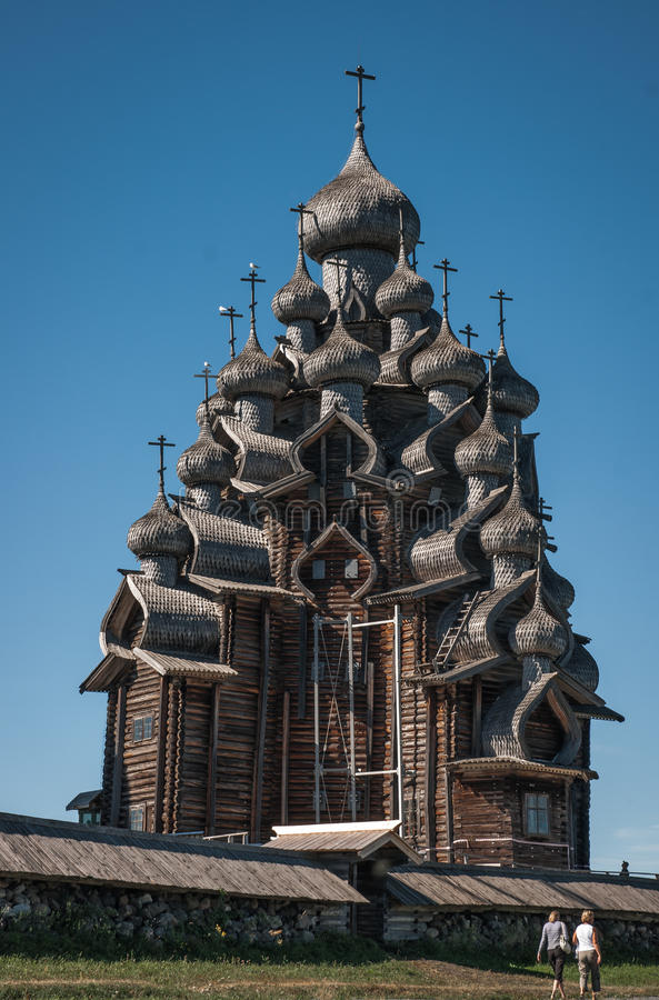 Kościół z rzeźbiącymi drewnianymi cupolas Kizhi, Karelia obrazy royalty free