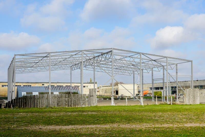 Kościec buduje w budowie metal, przemysłowy przedmiot obraz royalty free