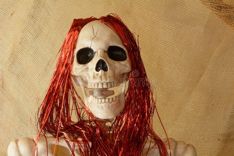 Kościec z czerwonym włosy obraz stock