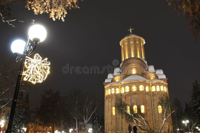 kościelna zima święta bożego miasta wróżki Łotwy nocy prowincjonału podobnej wkrótce bajka obrazy stock