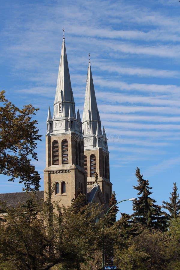 Kościelne iglicy Święty Różańcowy Katedralny Regina Saskatchewan zdjęcie royalty free