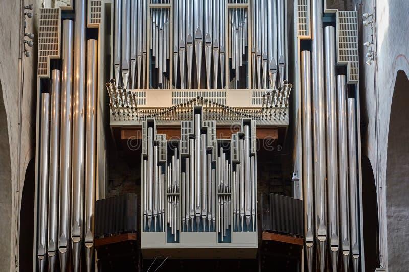 kościelnej muzyki organ piszczy jaśnienie fotografia stock