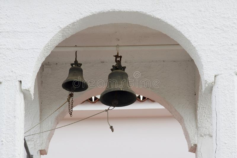 Kościelny dzwonkowy wierza, Skiathos miasteczko, Grecja, Sierpień 18, 2017 zdjęcia royalty free