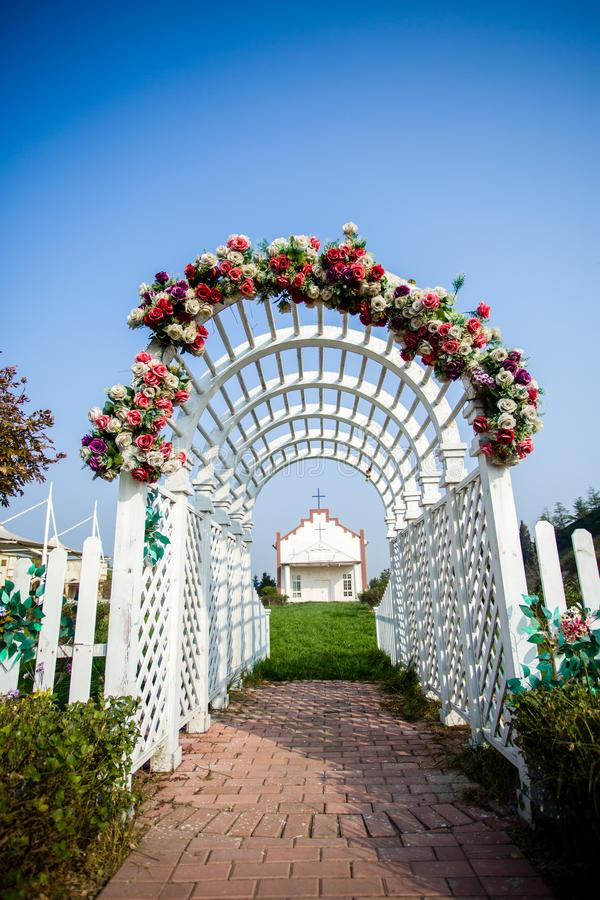 Kościelny kwiatu drzwi fotografia royalty free