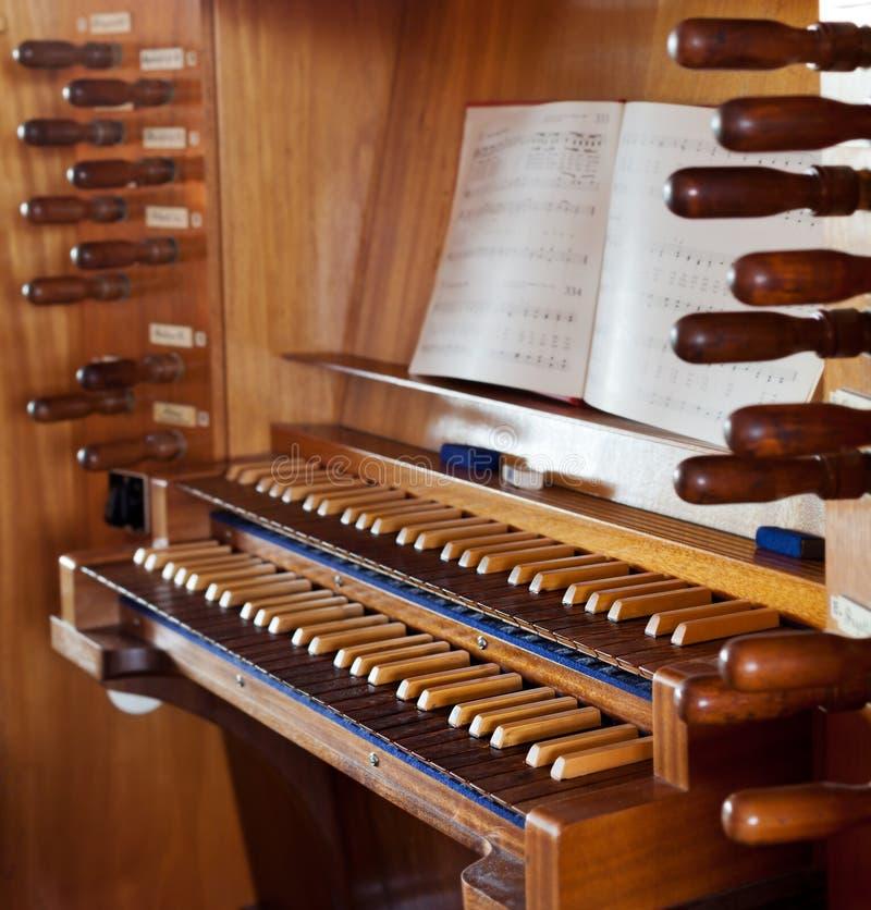 Kościelny organ z klawiaturą fotografia royalty free