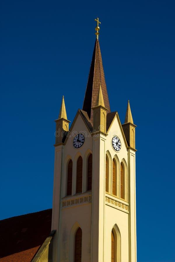Kościelny wierza z niebieskim niebem obraz royalty free