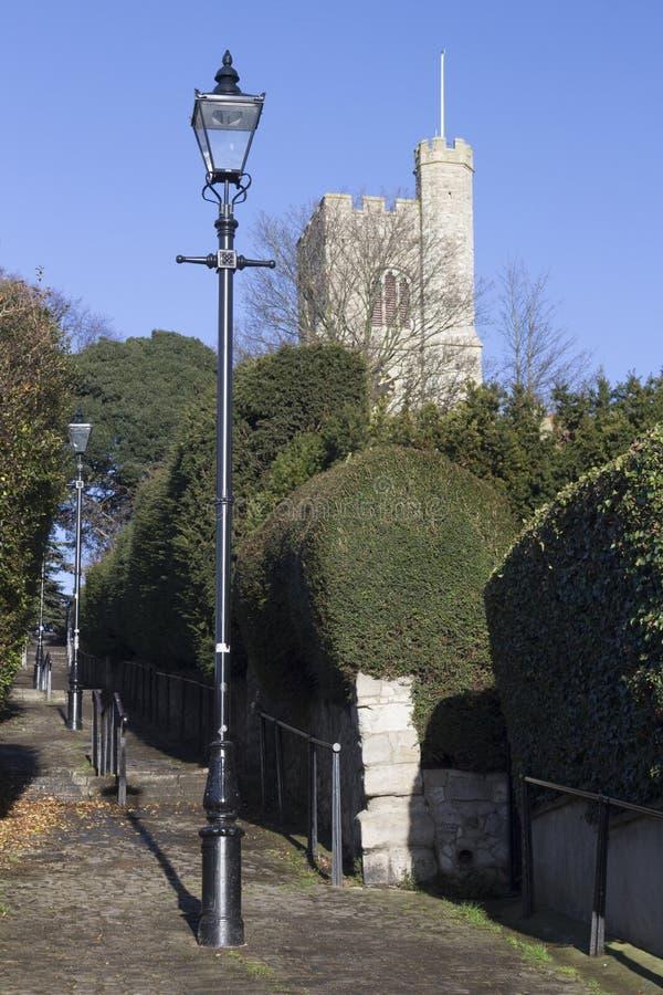 Kościelny wzgórze Kroczy prowadzić St ` s Łagodny kościół, morze, zdjęcia royalty free