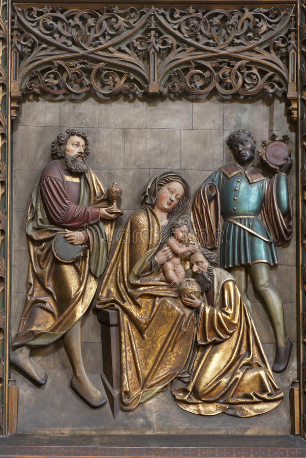 Košice - allégement de scène de trois Magi dans la cathédrale gothique d'Elizabeth de saint photos libres de droits
