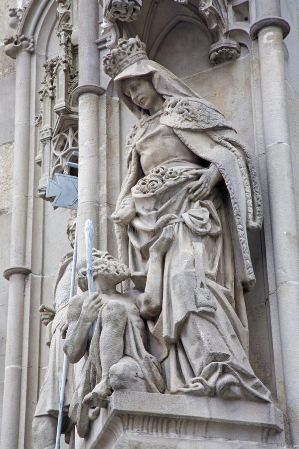 Košice - Heilige koningin Elizabeth van het standbeeld van Hongarije stock afbeeldingen