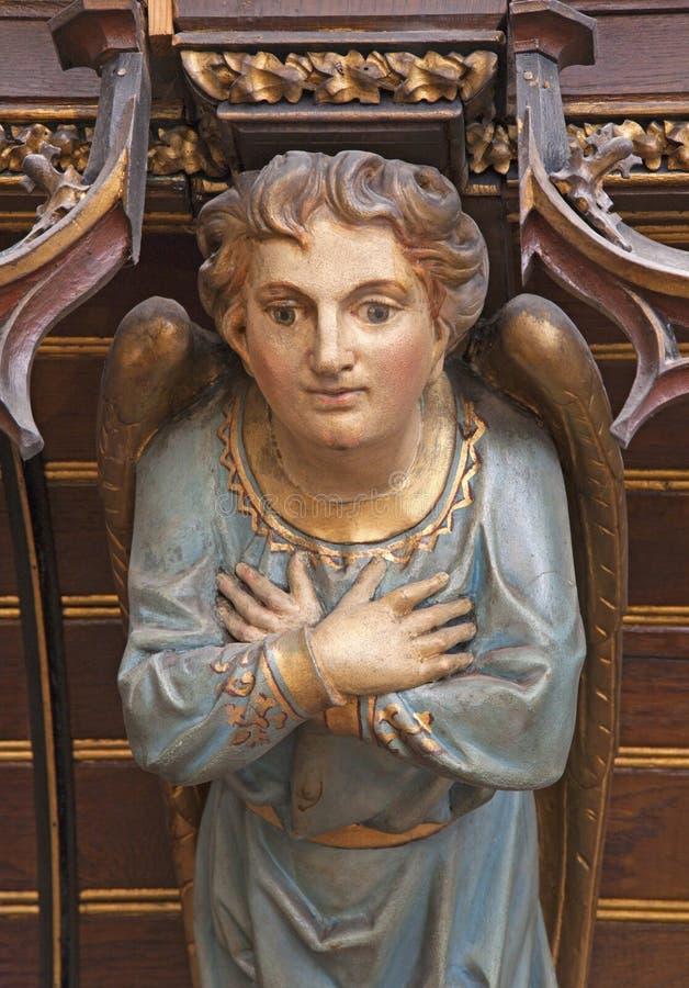 Košice - het houten standbeeld van de Engel op orgaan van. cent 19. in de kathedraal van Heilige Elizabeth royalty-vrije stock foto's