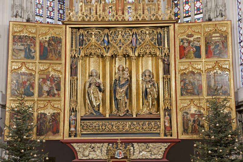 Košice - la canalisation découpée s'envole l'autel de la cathédrale d'Elizabeth de saint photo stock