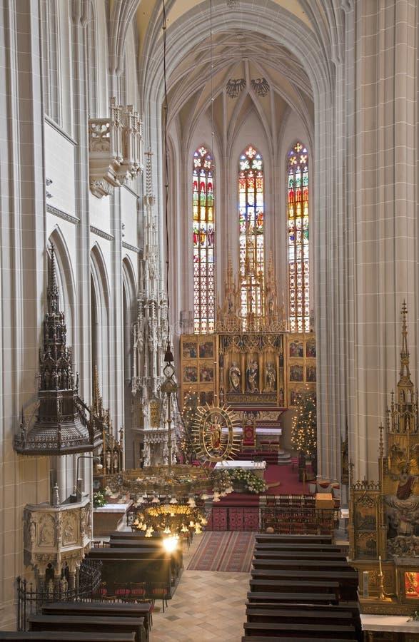 Košice - la canalisation découpée s'envole l'autel de la cathédrale gothique d'Elizabeth de saint photo stock
