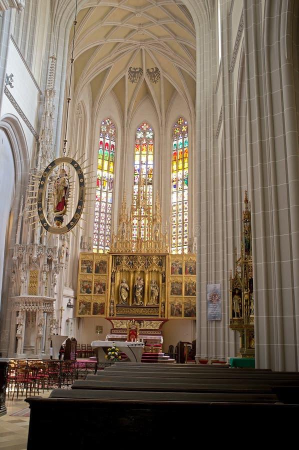 Košice - la canalisation découpée s'envole l'autel de la cathédrale gothique d'Elizabeth de saint image stock