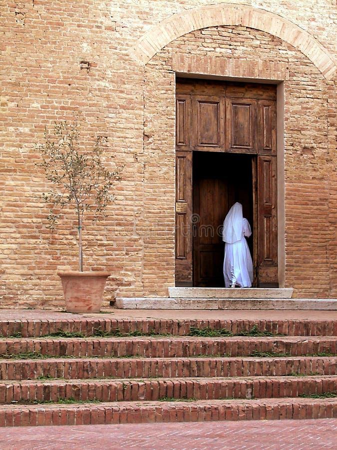 Download Kościelna magdalenka zdjęcie stock. Obraz złożonej z suknia - 13329208