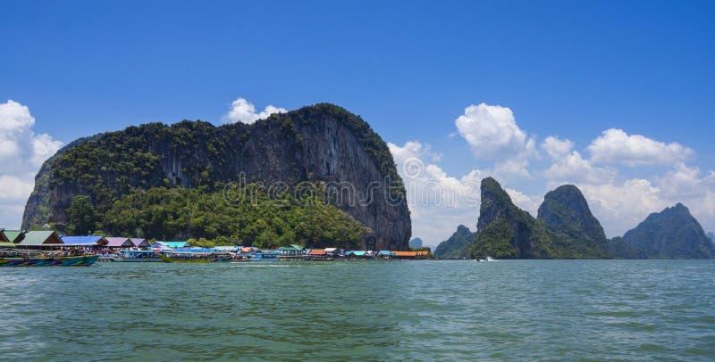 Ko Panyi, vila no mar, ba?a de Phang Nga, Tail?ndia fotografia de stock royalty free