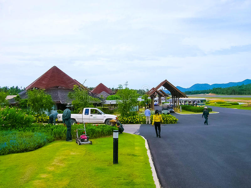 Ko Samui, Tailandia - 17 de junio de 2008: Pista del aeropuerto nacional de la isla de Samui en día soleado imágenes de archivo libres de regalías
