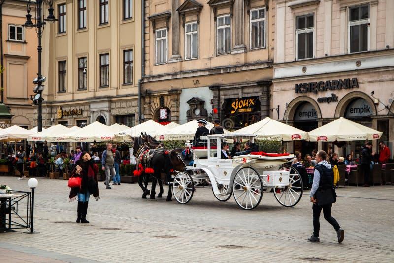 Ko?scy frachty przy ulic? w Krakow zdjęcia stock