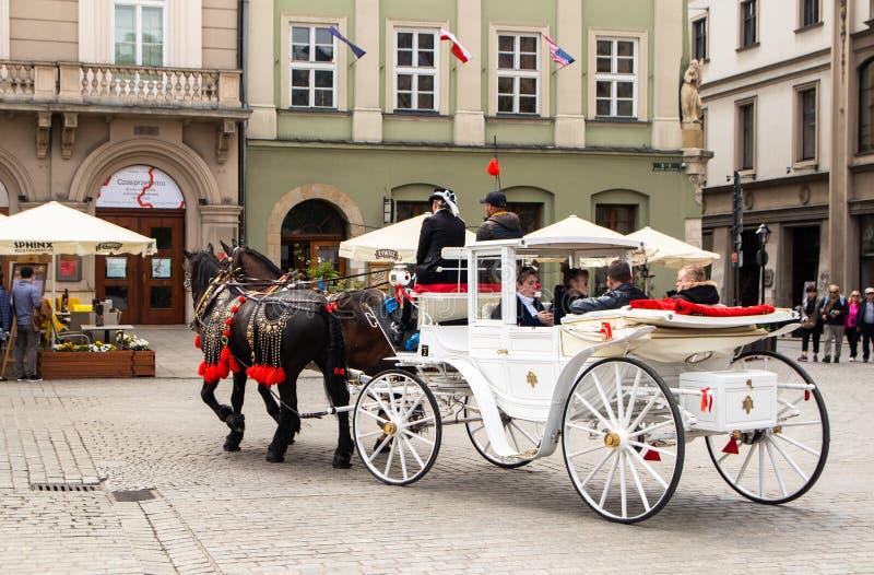 Ko?scy frachty przy ulic? w Krakow fotografia stock