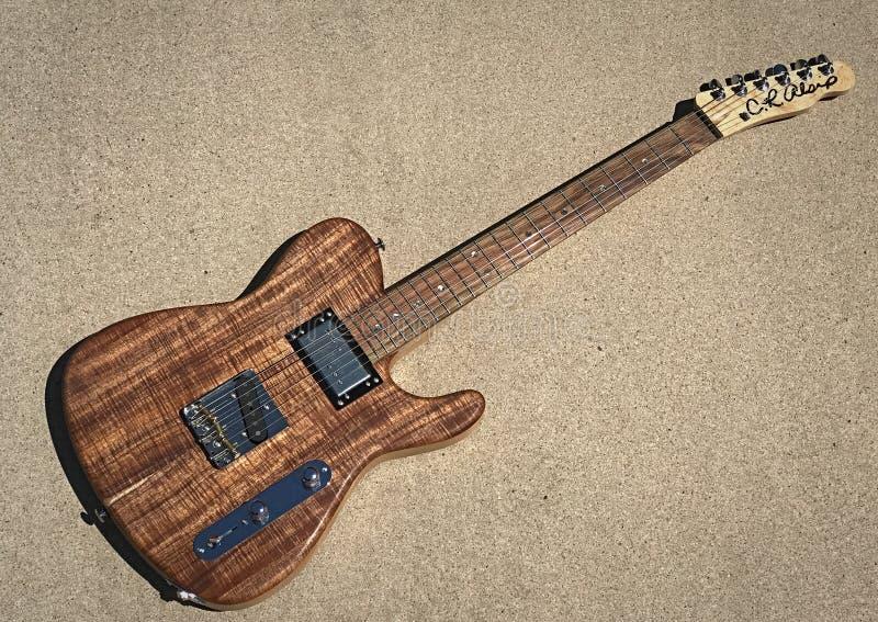 Koa elektrische gitaar van Cr Alsip Tejas T stock afbeelding